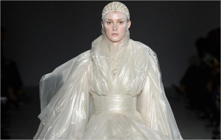 Pugh的塑料外套是沐浴博物馆的礼物