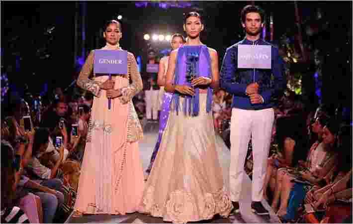Manish Malhotra在LFW举行蓝色时尚跑道