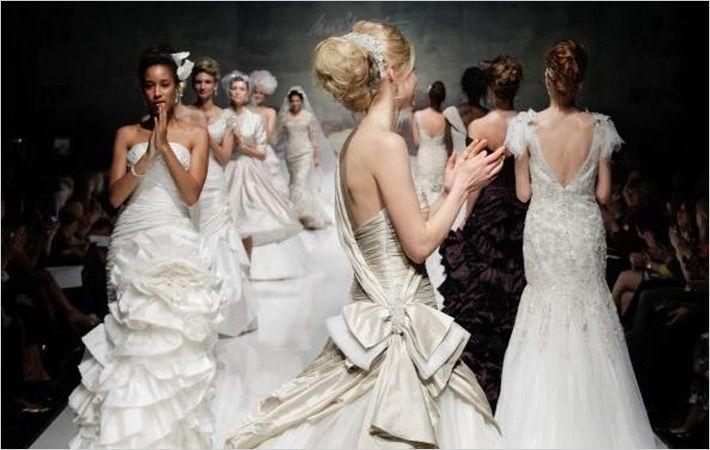 新娘配件标签显示在白色画廊伦敦